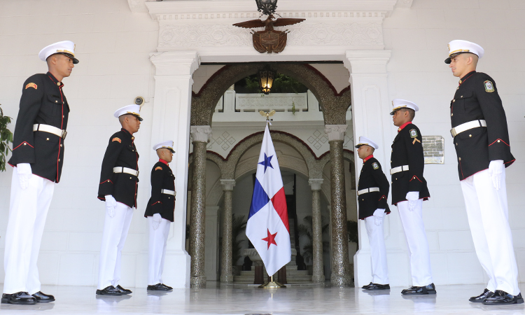 """Director General del S.P.I. recibe condecoración en ceremonia de los 75 años de la Escuela de Cadetes de Policía """" General Francisco de Paula Santander"""""""